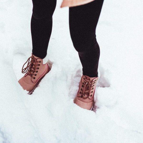 picjumbo winter shoes in snow 2210x1473 1 Sèche Chaussures: Sèche Le Chausson Sans Détériorer Les Matériaux