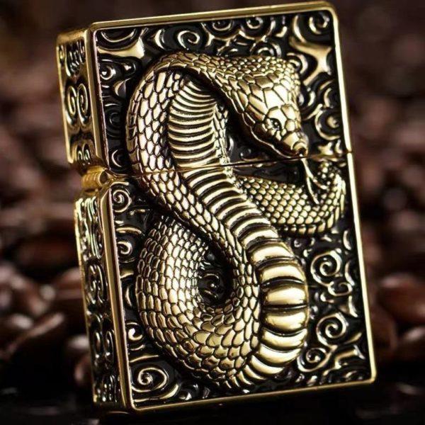 Briquet Essence serpent en Relief