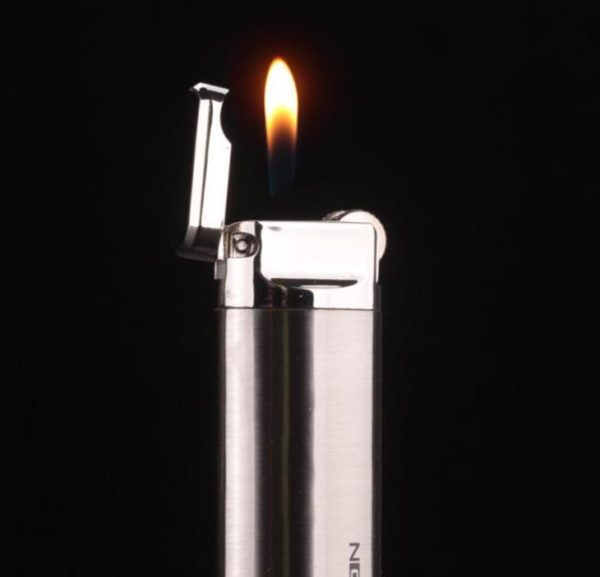 Long Briquet à Gaz Métallique Flamme Libre