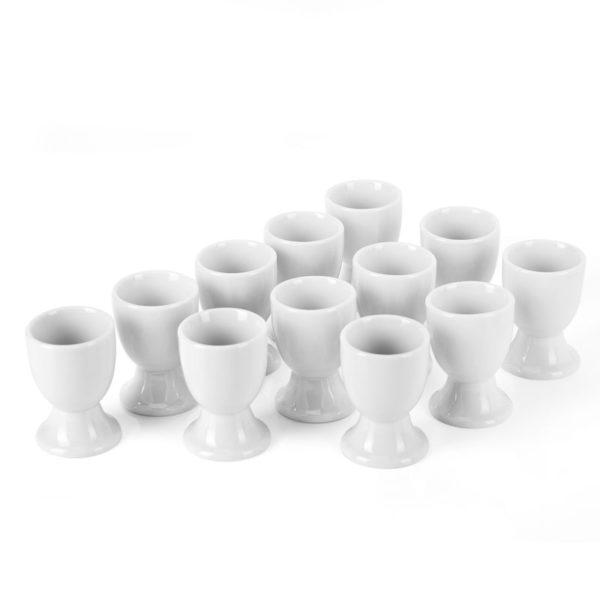 Coquetier blanc en céramique disposés sur une table