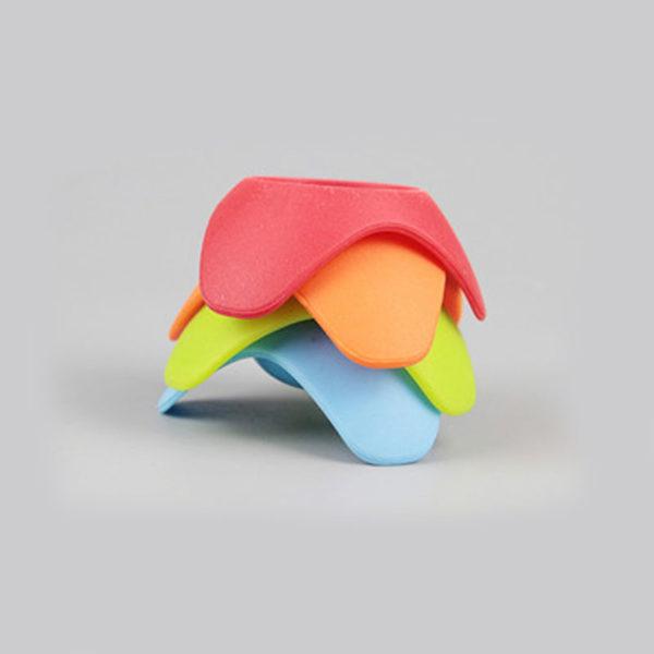 Coquetier en plastique coloré