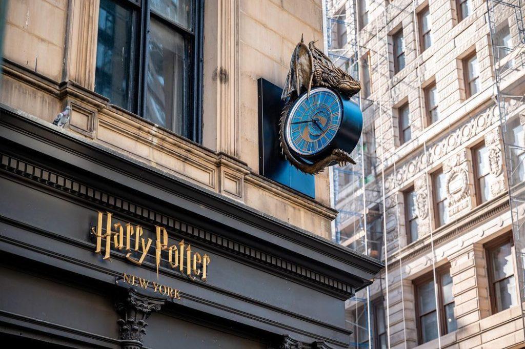 laboutiqueharrypotter7 Boutique harry potter Aujourd'hui On vous parle du Shopping dans le monde magique de Harry Potter au sein de la galerie commerciale du Village Joué club.