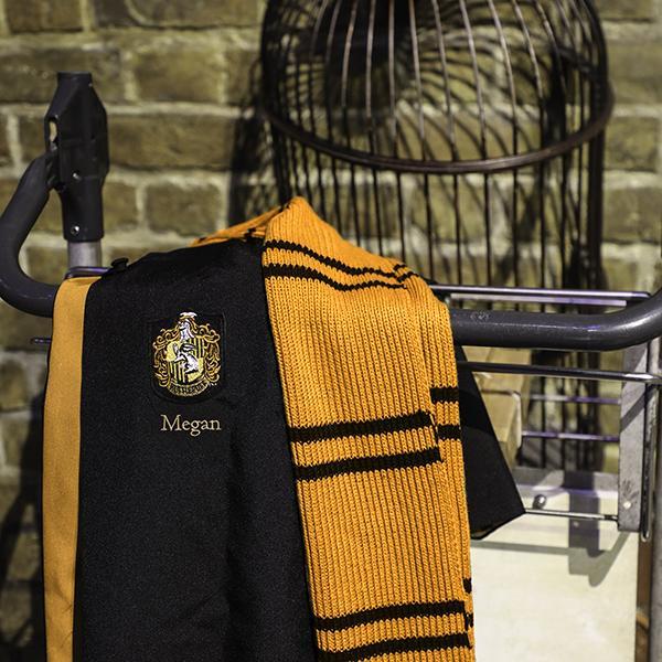 HufflepuffScarf1 58915f2d a986 4bc4 89e8 9d0e508e8348 Boutique harry potter Harry Potter Peignoir