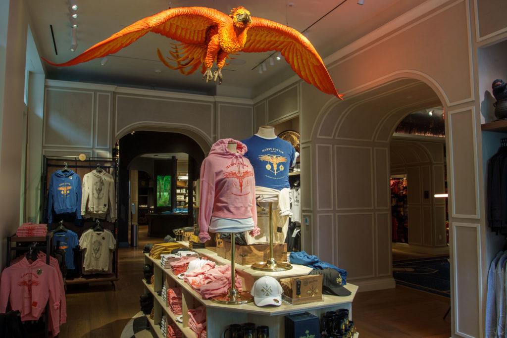 harrypoterr1111 Boutique harry potter Aujourd'hui On vous parle du Shopping dans le monde magique de Harry Potter au sein de la galerie commerciale du Village Joué club.