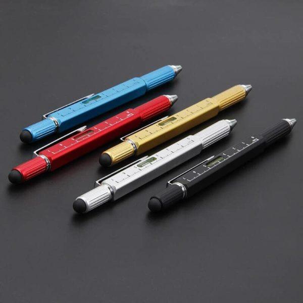stylo bille multifonction sur fond noir