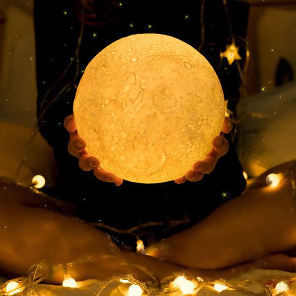 Lampe-Lune-LED-imprimée-en-3D