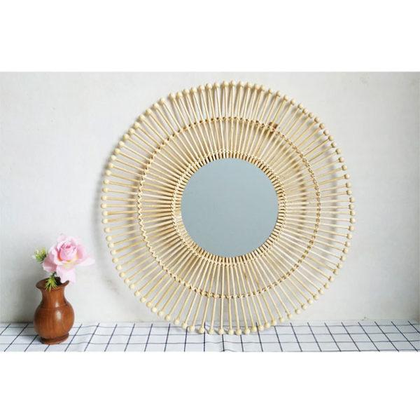 Un-miroir-en-modèle-de-soleil-moderne