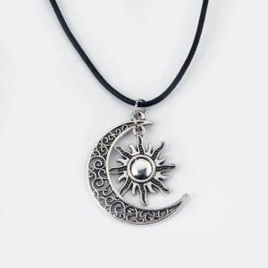 Collier-soleil-couleur-argent-croissant-de-lune-hippie