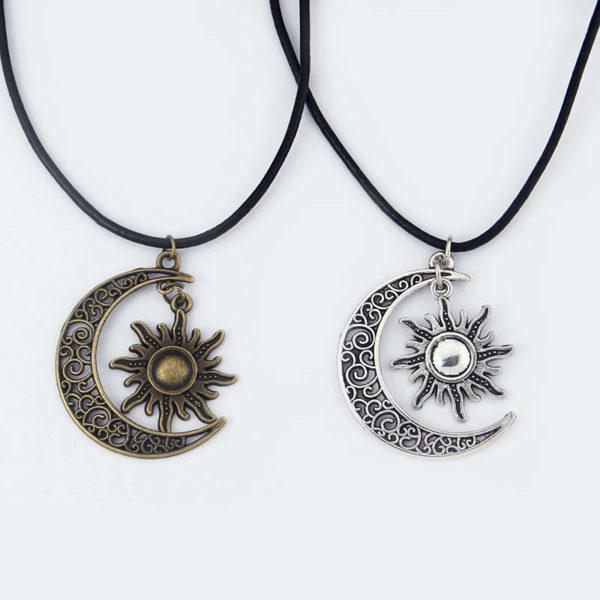 Collier-soleil-couleur-cuivre-et-argent-croissant-de-lune-hippie