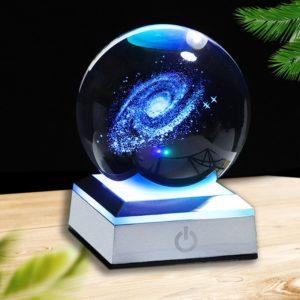 Globe en verre socle gris galaxie bleu