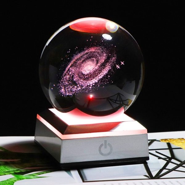 Globe en verre socle gris galaxie rouge