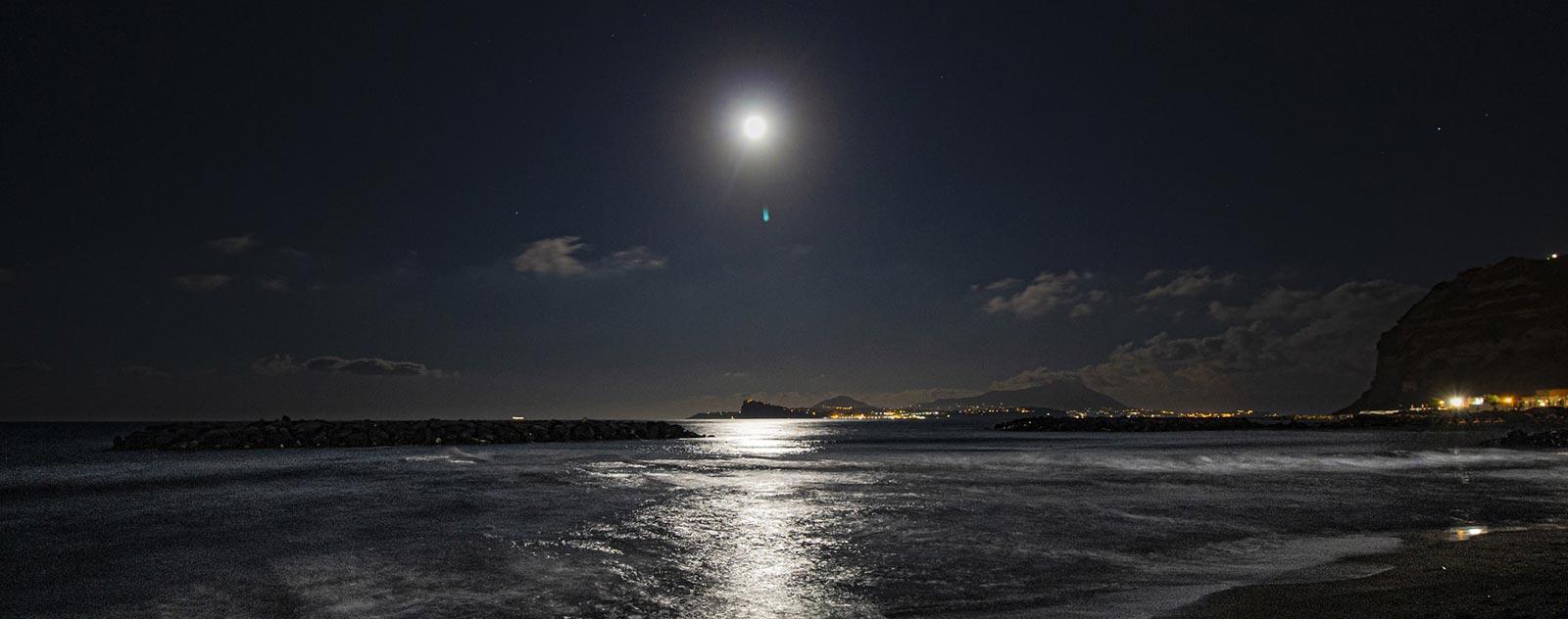 lune reflet sur lac