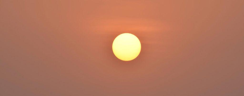 soleil jaune sans nuage