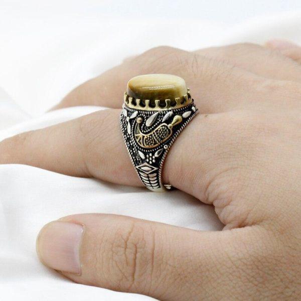 Bague Oeil de Tigre Fauve Royal main