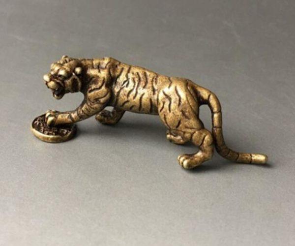 Statue Tigre Fauve Féodal profil