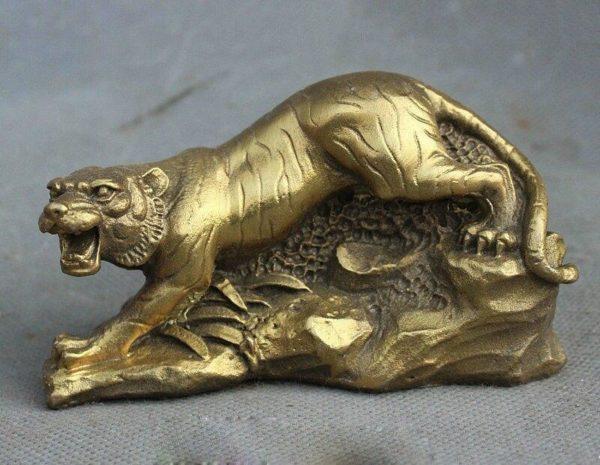 Statue Tigre Fauve en Chasse cote