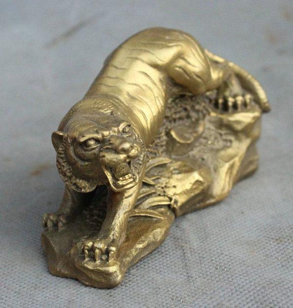 Statue Tigre Fauve en Chasse dessus