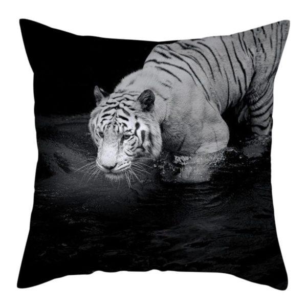 coussin tigre Blanc dans l'eau