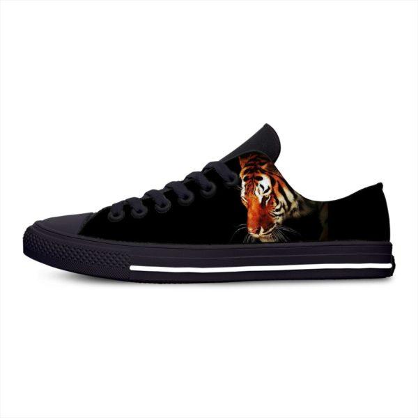 Chaussure Tigre Pensif