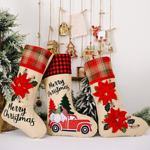 chaussette de noël voiture rouge et fleurs
